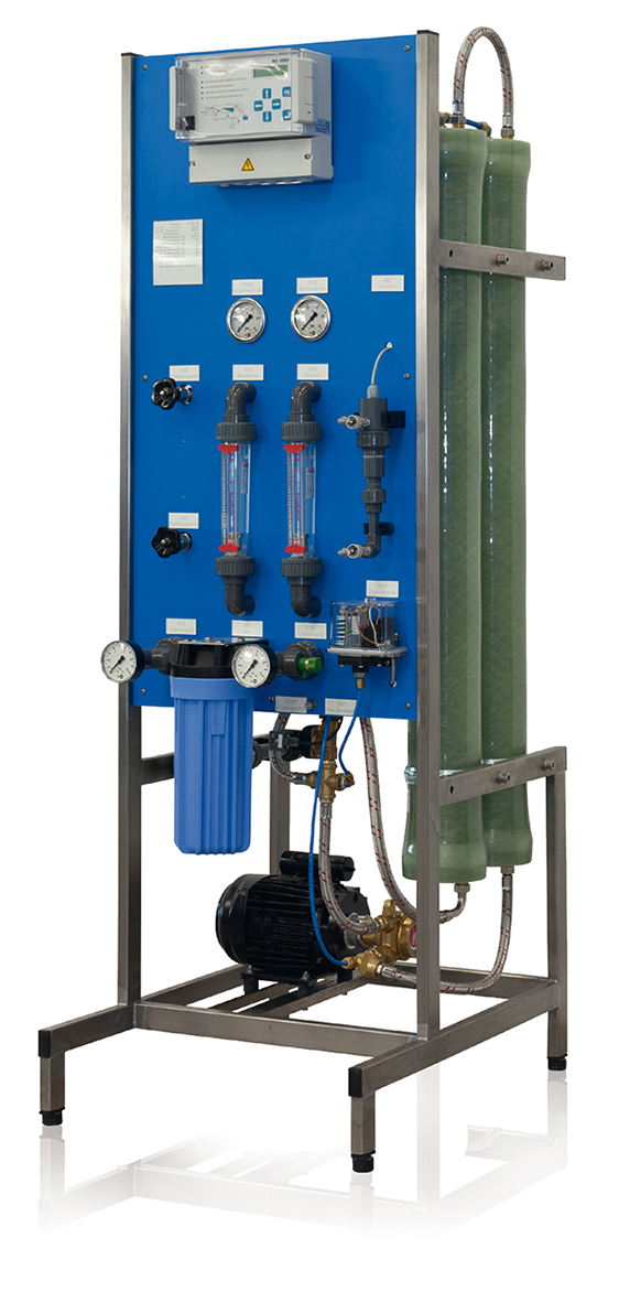 Stand-type unit with RO 1000 controller for desalination of softened drinking water according to German drinking water regulations (free chlorine not detectable).